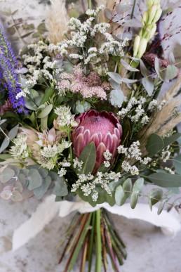 Bouquet de mariée by Lilas wood - fleuriste mariage à lyon en Rhône alpesBouquet de mariée by Lilas wood - fleuriste mariage à lyon en Rhône alpes