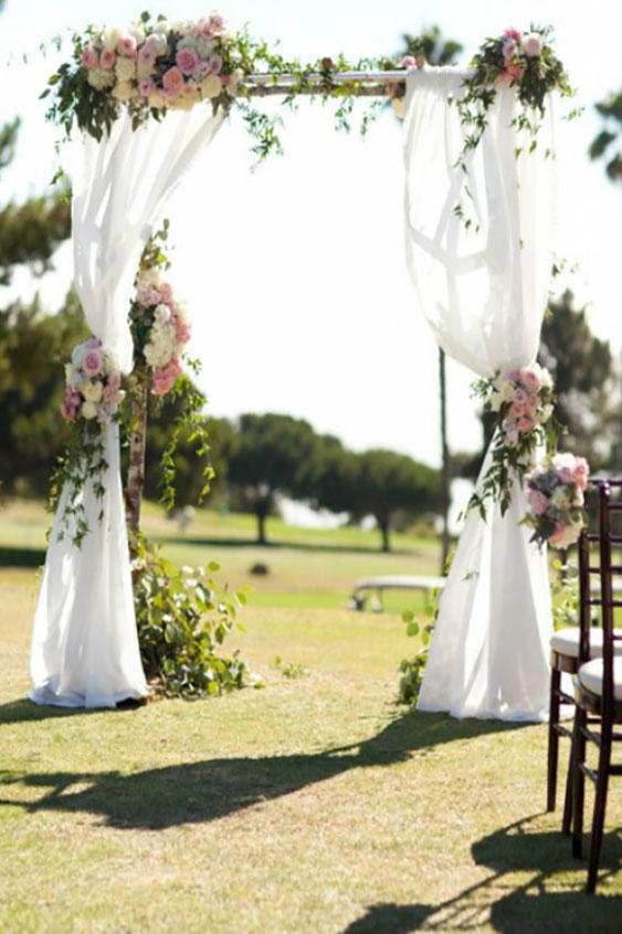 Arche mariage quelle arche pour votre c r monie la que for Table suspendue au plafond