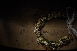 Couronne de fleurs de l'atelier Lilas Wood fleuriste mariage à lyon en Rhône alpes - Photographie Alone Together