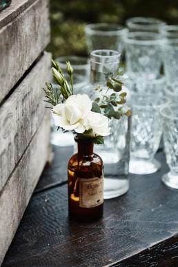 Image représentant une fiole fleurie confectionnée par l'atelier floral Lilas wood - fleuriste mariage à lyon en Rhône alpes