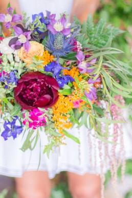 Bouquet de mariée confectionné par l'atelier Lilas Wood fleuriste mariage à Annecy, Genève, Chambéry, Grenoble en Savoie et Haute Savoie.