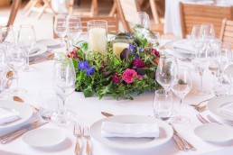 Centre de table confectionné par l'atelier Lilas Wood fleuriste mariage à Annecy, Genève, Chambéry, Grenoble en Savoie et Haute Savoie.