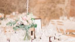 Bouquet de centre de table confectionné par l'atelier Lilas Wood fleuriste mariage Drôme et Drôme provençale à Valence, Montélimar, Grignan, Die, Nyons, Buis les baronnies, Pierrelate, Crest, Roman sur Isère,Valaurie et Dieulefit.