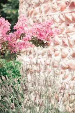 Lavande et fleurs de lagerstroemia, photo de l'atelier Lilas Wood fleuriste mariage Drôme et Drôme provençale à Valence, Montélimar, Grignan, Die, Nyons, Buis les baronnies, Pierrelate, Crest, Roman sur Isère,Valaurie et Dieulefit.