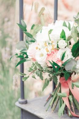 Bouquet de mariée confectionné par l'atelier Lilas Wood fleuriste mariage Drôme et Drôme provençale à Valence, Montélimar, Grignan, Die, Nyons, Buis les baronnies, Pierrelate, Crest, Roman sur Isère,Valaurie et Dieulefit.