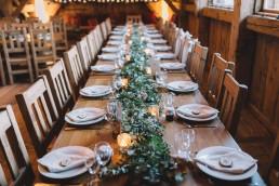 Guirlande de centre de table confectionnée par l'atelier Lilas Wood fleuriste mariage Grenoble, fleuriste mariage, fleuriste mariage Annecy, fleuriste mariage Genève, fleuriste mariage Chambéry en Savoie et Haute Savoie.