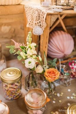 Décor d'ambiance confectionné par l'atelier Lilas Wood fleuriste mariage Beaujolais & Bourgogne, fleuriste mariage Lyon, fleuriste mariage Dijon, fleuriste mariage Mâcon, fleuriste mariage Rhône Alpes.