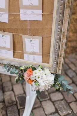 Décor de plan de table confectionné par l'atelier Lilas Wood fleuriste mariage Beaujolais & Bourgogne, fleuriste mariage Lyon, fleuriste mariage Dijon, fleuriste mariage Mâcon, fleuriste mariage Rhône Alpes.