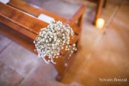 Bouquet de bout de banc confectionné par l'atelier Lilas Wood fleuriste mariage Beaujolais & Bourgogne, fleuriste mariage Lyon, fleuriste mariage Dijon, fleuriste mariage Mâcon, fleuriste mariage Rhône Alpes.