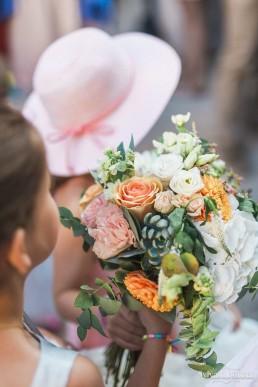 Bouquet de mariée confectionné par l'atelier Lilas Wood fleuriste mariage Beaujolais & Bourgogne, fleuriste mariage Lyon, fleuriste mariage Dijon, fleuriste mariage Mâcon, fleuriste mariage Rhône Alpes.