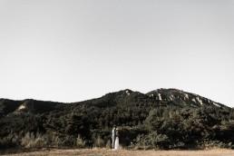 Bouquet de mariée confectionné par l'atelier Lilas Wood fleuriste mariage Drôme et Drôme Provençale, fleuriste mariage Valence, fleuriste mariage Avignon, fleuriste mariage Aix en Provence, fleuriste mariage Montélimar, fleuriste mariage Auvergne Rhône Alpes & Provence Alpes Côte d'Azur. Photographe : Julien Navarre