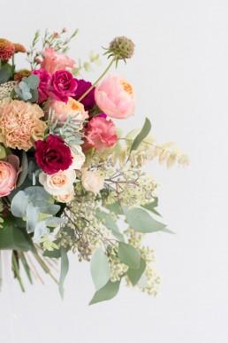 Bouquet de mariée confectionné par l'atelier Lilas Wood fleuriste mariage Auvergne & Rhône alpes.