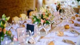 Centre de table d'honneur confectionné par l'atelier Lilas Wood au Domaine de la Ruisselière, fleuriste mariage événementiel Beaujolais & Bourgogne, fleuriste mariage événementiel Lyon, fleuriste mariage événementiel Dijon, fleuriste mariage événementiel Mâcon, fleuriste mariage événementiel Rhône Alpes.
