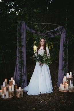 Bouquet de la mariée et arche fleurie de l'atelier Lilas Wood fleuriste mariage Clermont-Ferrand en Auvergne - Photographie Zéphyr et Luna