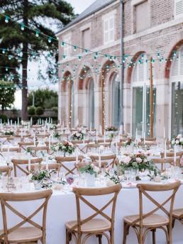 Décoration florale confectionnée par l'atelier LILAS WOOD - Fleuriste & Designer floral Mariage - Château de Varennes en Bourgogne. Photographe - Ian Holmes Photography