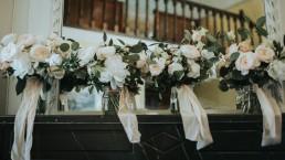 Bouquet de la mariée et bouquets des demoiselles d'honneur confectionnés par LILAS WOOD, Design Floral & Fleuriste Mariage Genève en Suisse - Photographe - Le château de Coudrée.