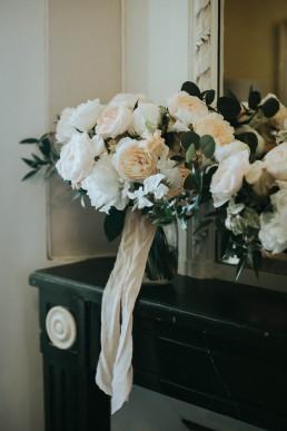 Bouquet de la mariée confectionné par LILAS WOOD, Design Floral & Fleuriste Mariage Genève en Suisse - Photographe - Le château de Coudrée.