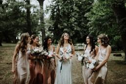Bouquet de la mariée et bouquet de demoiselle d'honneur réalisés par LILAS WOOD, Design Floral & Fleuriste Mariage Aix-en-Provence - Photographe Greg REGGO - Villa Beaulieu.