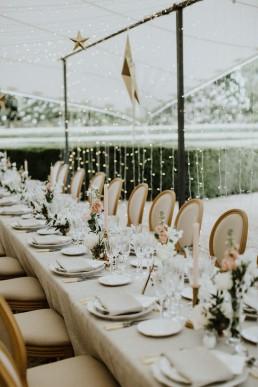 Centre de table mariage type composition de fleurs confectionnée par LILAS WOOD, Design Floral & Fleuriste Mariage Aix-en-Provence - Photographe Greg REGGO - Villa Beaulieu.