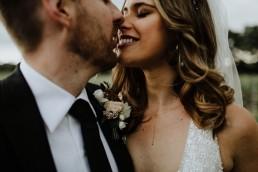 Boutonnière du marié réalisée par LILAS WOOD, Design Floral & Fleuriste Mariage Aix-en-Provence - Photographe Greg REGGO - Villa Beaulieu.