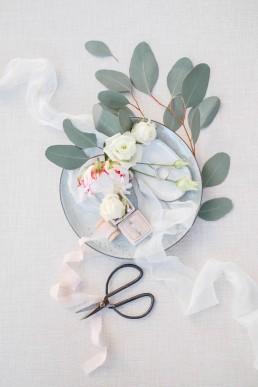 Détails fleuris - LILAS WOOD, Design Floral & Fleuriste Mariage La Tour Vaucros à Sorgues (84) en Provence - Photographe Valéry VILLARD.