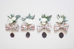 Boutonnière du marié, témoins et garçons d'honneur confectionnées par l'atelier LILAS WOOD, Design Floral & Fleuriste Mariage La Tour Vaucros à Sorgues (84) en Provence - Photographe Valéry VILLARD.