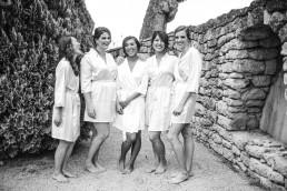 La mariée et ses demoiselles d'honneur - LILAS WOOD, Design Floral & Fleuriste Mariage La Tour Vaucros à Sorgues (84) en Provence - Photographe Valéry VILLARD.