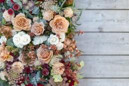 Ambiance florale confectionnée par l'atelier LILAS WOOD, Design Floral & Fleuriste Mariage Megève (74) Savoie & Haute savoie - Photographe Emilie Cabot.