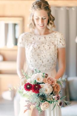 Bouquet de mariée confectionné par l'atelier LILAS WOOD, Design Floral & Fleuriste Mariage Megève (74) Savoie & Haute savoie - Photographe Emilie Cabot.